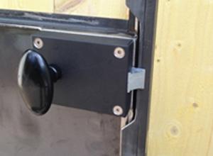 Serrure en applique pour porte intérieure ancienne